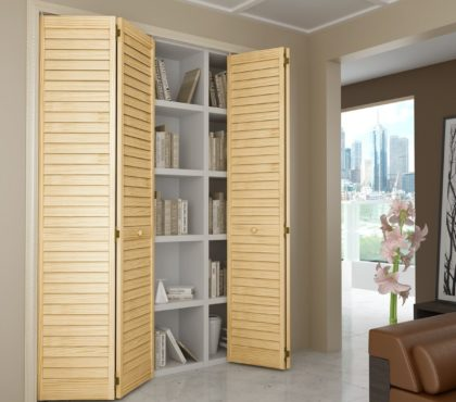Жалюзийный шкаф со складными дверцами