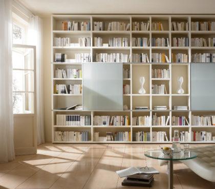 Стеллаж для книг белого цвета
