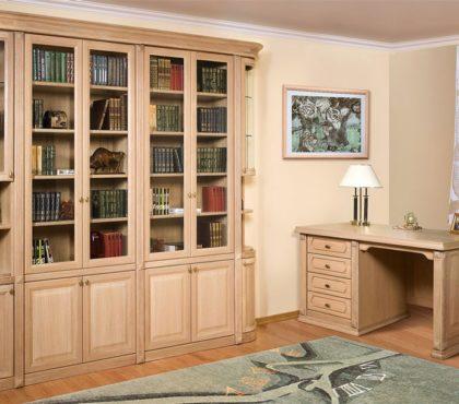 Книжный шкаф и стол из массива в классическом стиле.